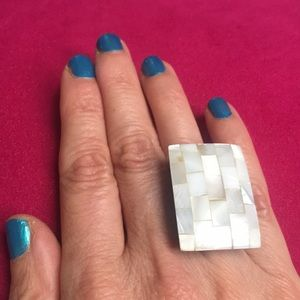 Jewelry - Fabulous Mother of Pearl stretch ring
